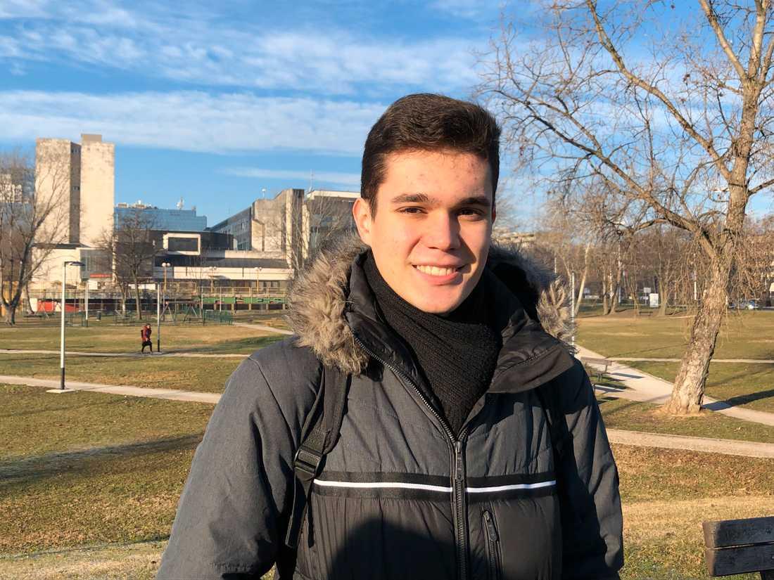 Mängder av unga kroater har lämnat hemlandet efter EU-medlemskapet 2013. Studenten Damjan Korak funderar också på att flytta - kanske till Sverige.