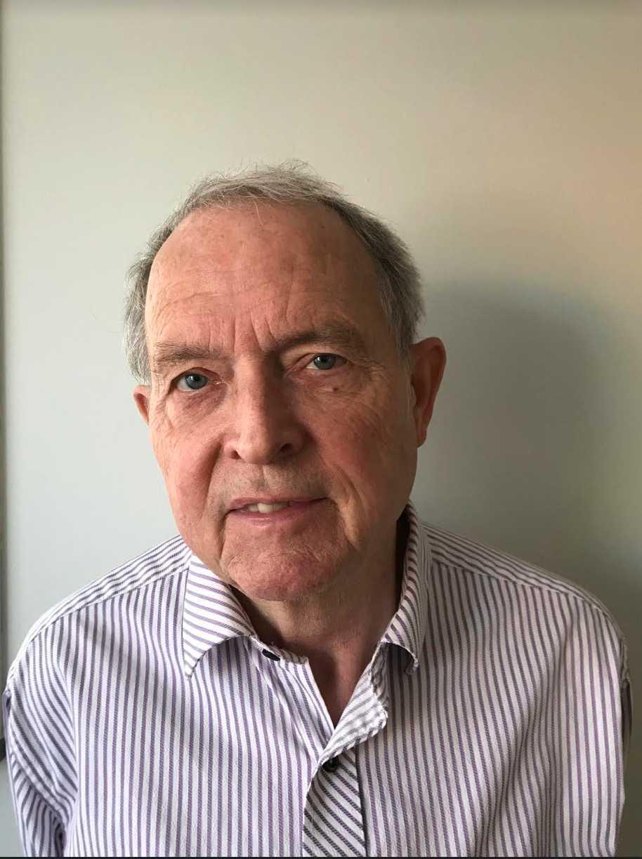 SvenHovmöllerär kemiprofessor, tidigare S-politiker i Sollentuna och samt vice ordförande i föreningen Hem.