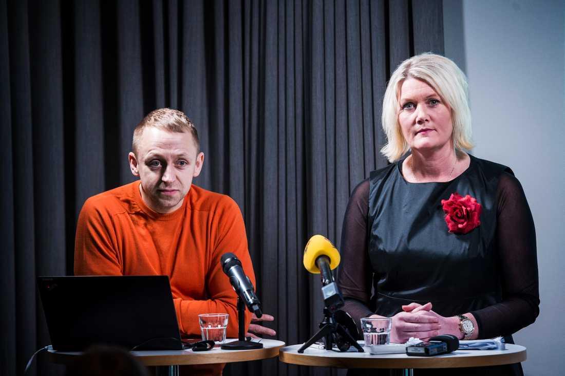 John Zachi och Lena Rådström Baastad när de presenterade Socialdemokraternas valstrategi.