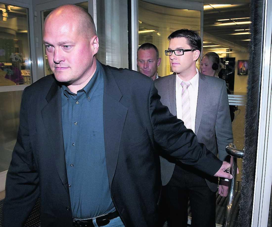Jimmie Åkesson i sällskap med partikamraten Sven-Olof Sällström.
