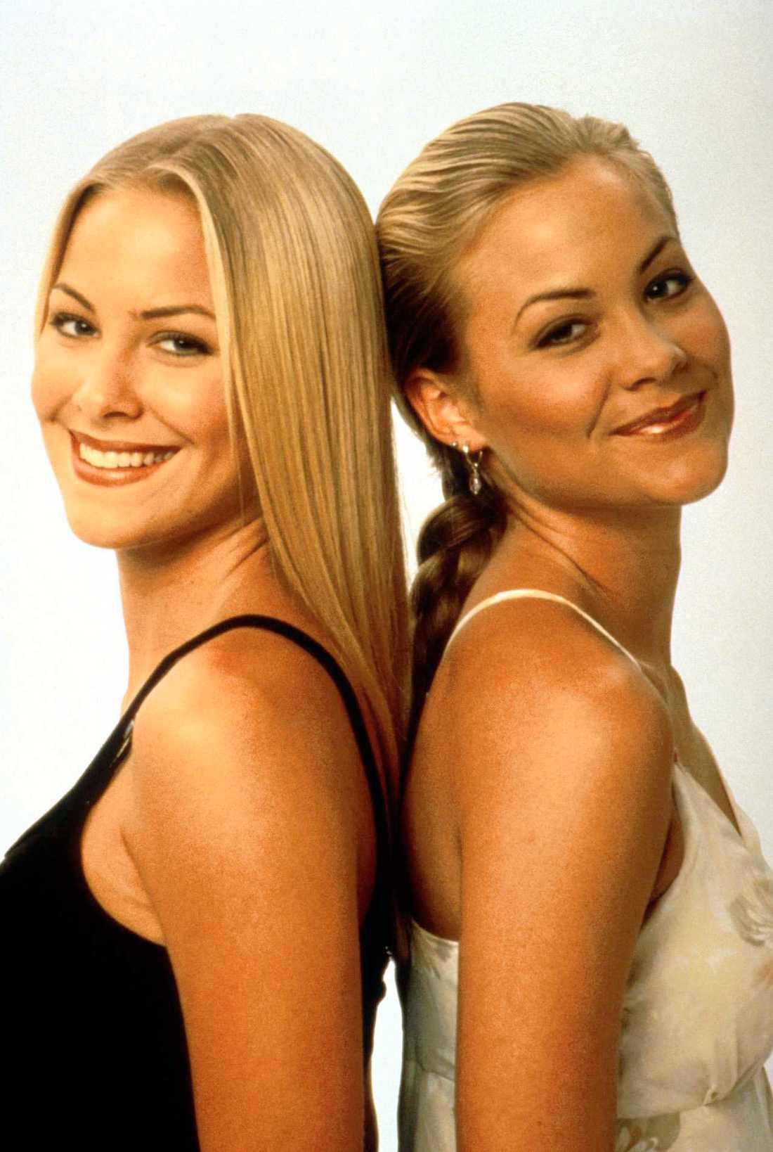 Brittany och Cynthia Daniel som tvillingarna Jessica och Elizabeth Wakefield