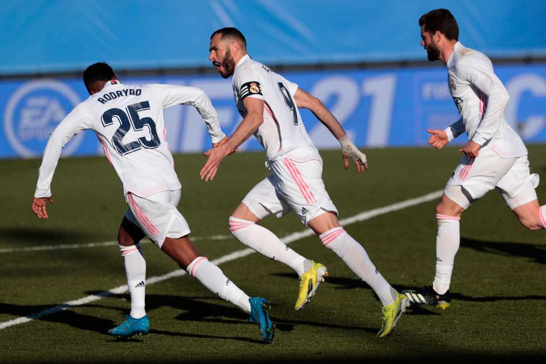 Karim Benzema (mitten) klev fram igen för Real Madrid.
