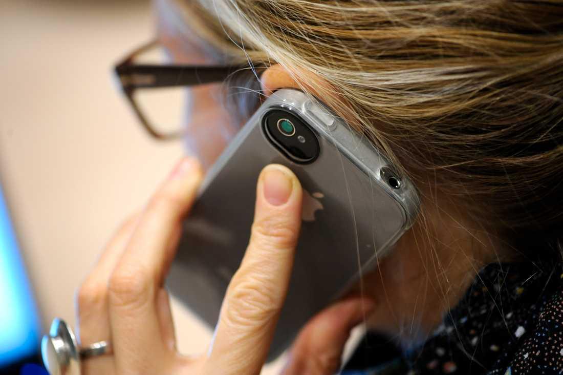 Enligt den nya studien kan viruset överleva i hela 28 dagar på mobilskärmar.
