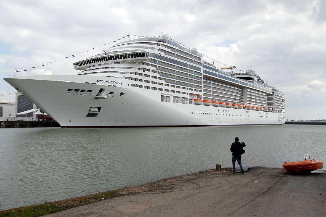 MSC PREZIOSA MSC Cruises nya fartyg Preziosa invigs i Italien den 23 mars 2013 och seglar ut på första kryssningen dagen därpå.