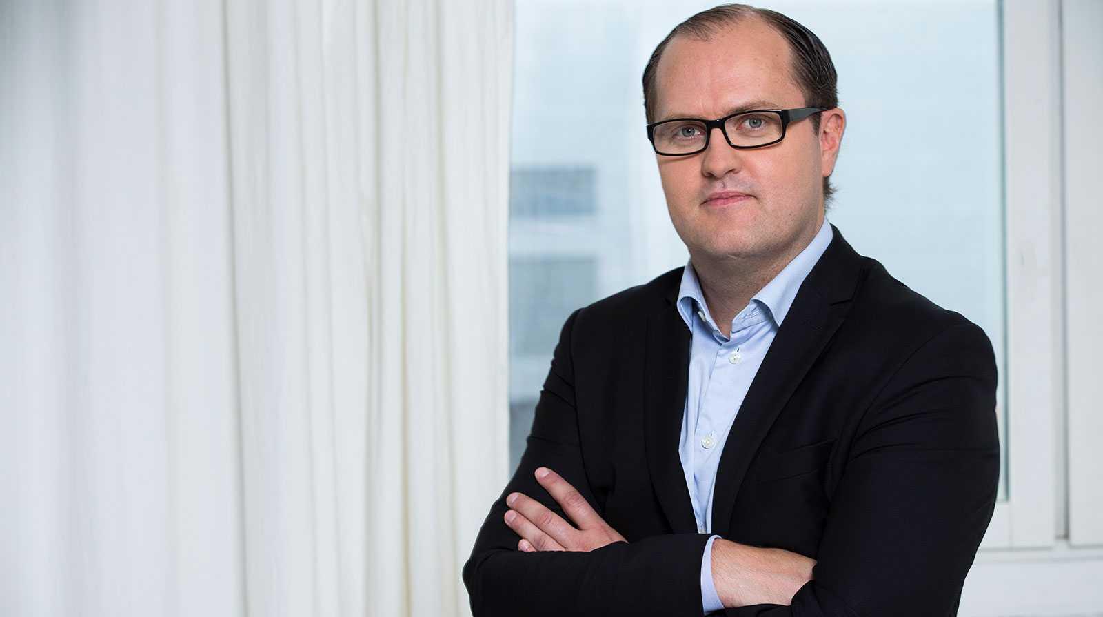 Erik Elmgren, förhandlingschef på Hyresgästföreningen, är kritisk till höjningen.