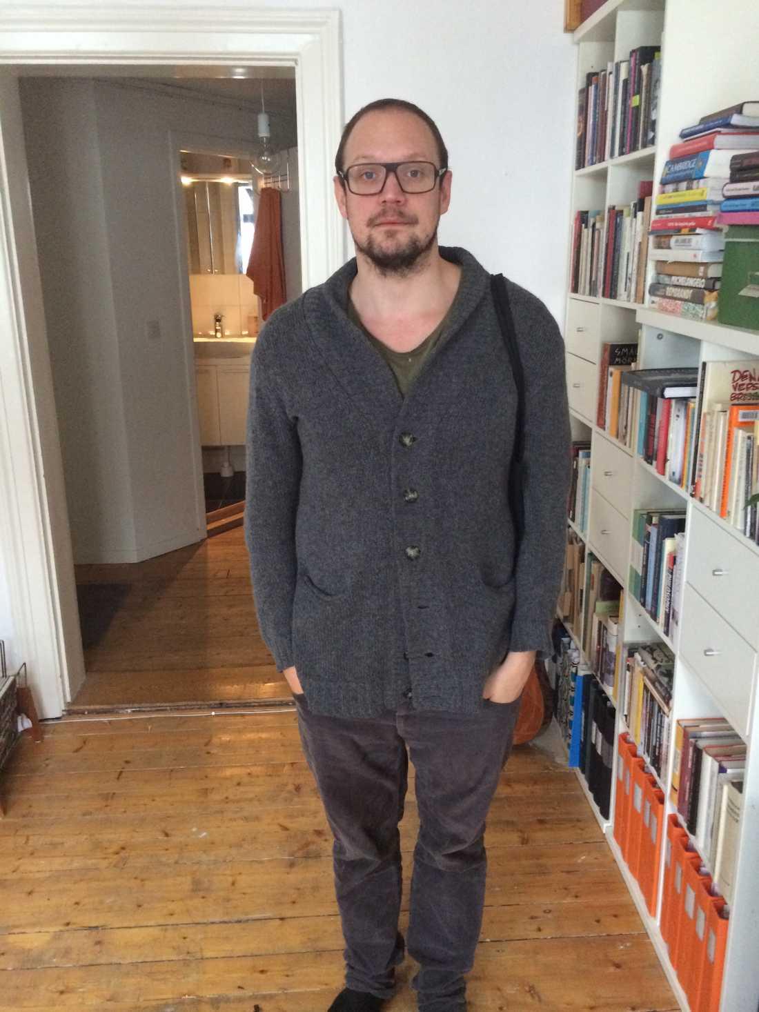 Ny på jobbet Jonathan Unge (vikarie) är med i detta avsnitt av Lilla Drevet. Han är också den mest provocerande (icke ordinarie) Sveriges Radio-medarbetaren genom tiderna.