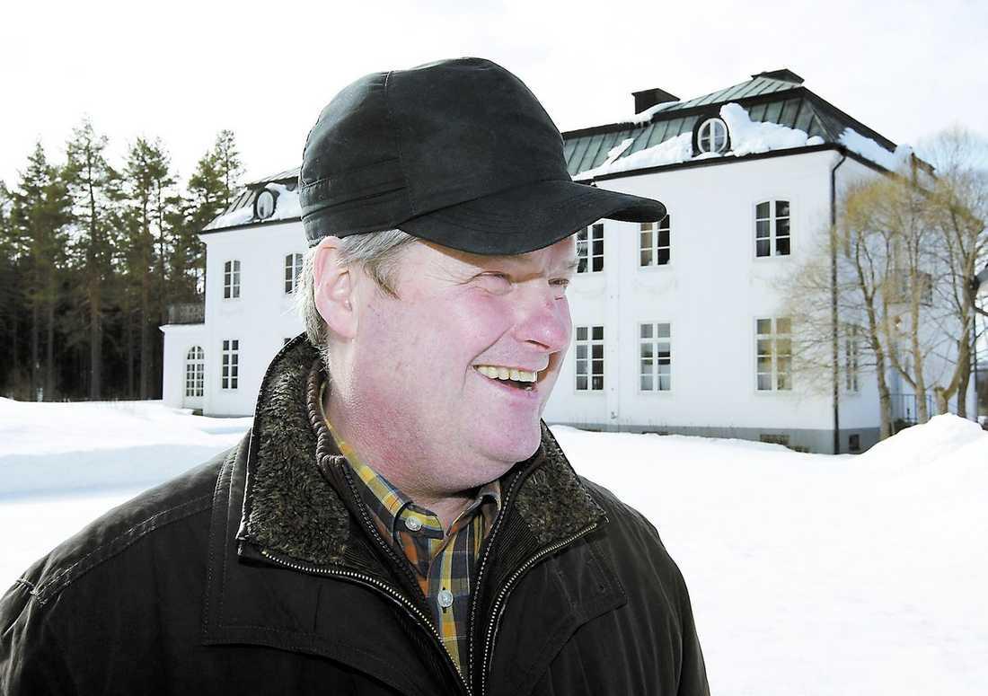 """Maths O Sundqvist kallades """"Kungen av Jämtland"""". Nu pekas han ut som den direkta orsaken till att Carnegie tvingas låna en miljard kronor."""