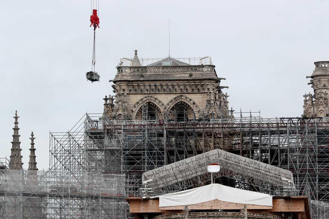 President Emmanuel Macron har satt som mål att Notre-Dame ska vara helt återställd till 2024.