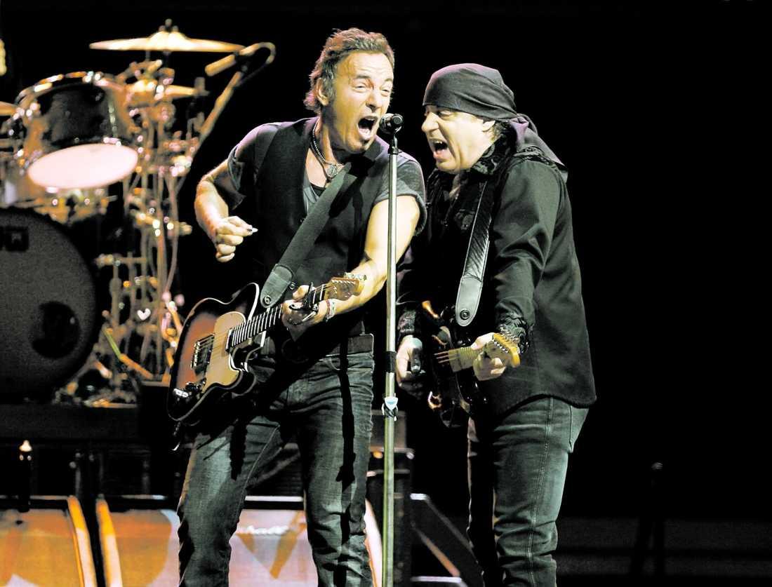 """""""Same procedure as last year?"""" Bruce Springsteen och Little Steven bjuder inte på så mycket nytt – men i flera av klassikerna bränner det till."""