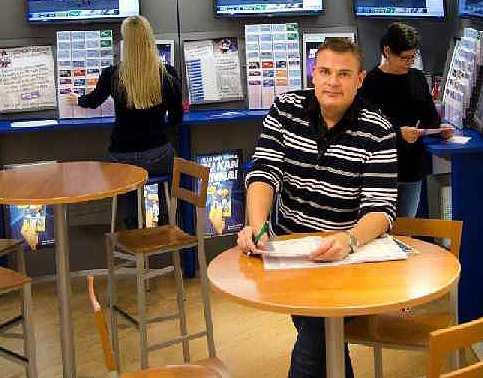 Fredrik Persson i spelbutiken Simsalabim i Halmstad.