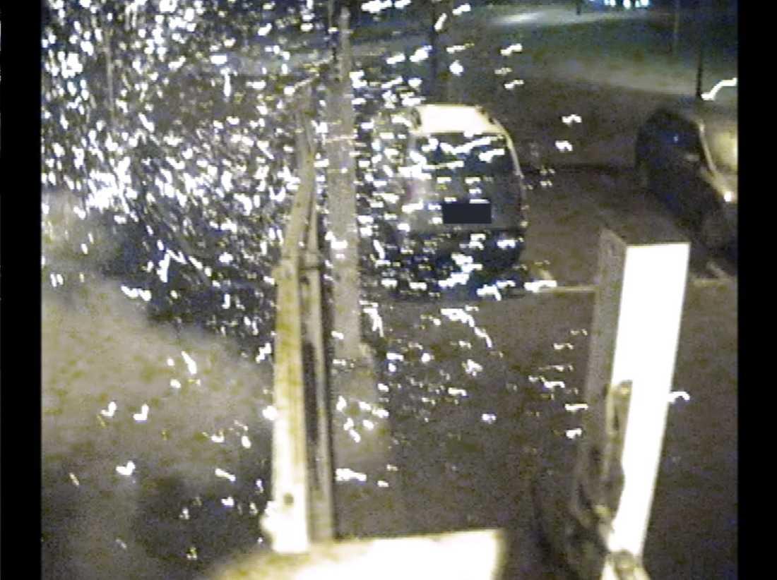 Här syns sprängningen vid polishuset i Rosengård, Malmö. Från polisens övervakningskamera.