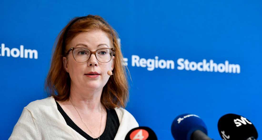 Hälso- och sjukvårdsregionråd Anna Starbrink (L) skulle i veckan visa att regionen satsar på provtagningstält i utsatta områden. Men det hela slutade