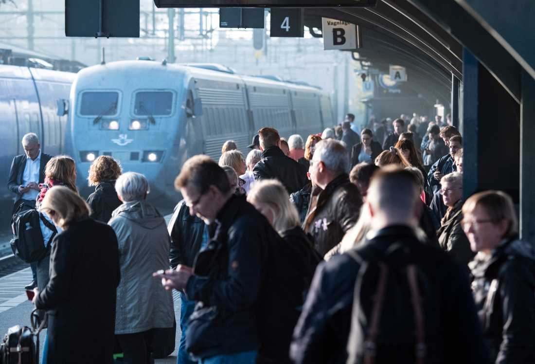 Trängseln har ökat på landets tåg enligt flera resenärer, rapporterar flera medier. Arkivbild.
