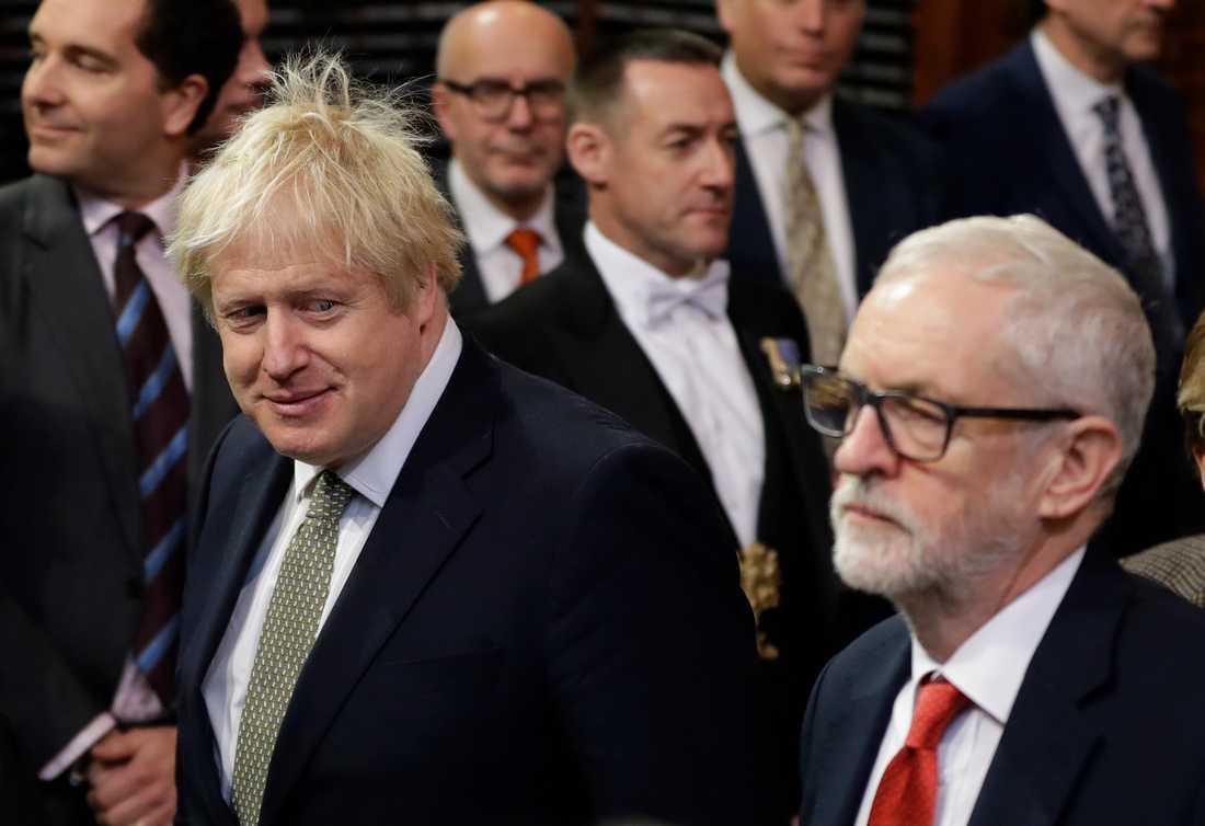 Storbritanniens premiärminister Boris Johnson blev den stora vinnaren i valet i början av december. Här ler han i Jeremy Corbyns riktning, när parlamentet inledde ett nytt arbetsår ett par veckor senare.