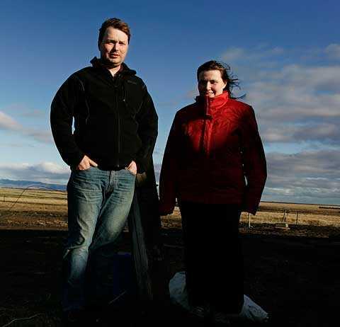Niklas Hyström och hans fru Halla har evakuerats från sin bondgård flera gånger sedan utbrottet startade.