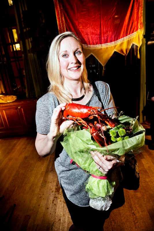 Journalisten och författaren Lisa Bjurwald får Hummerkniven 2012.