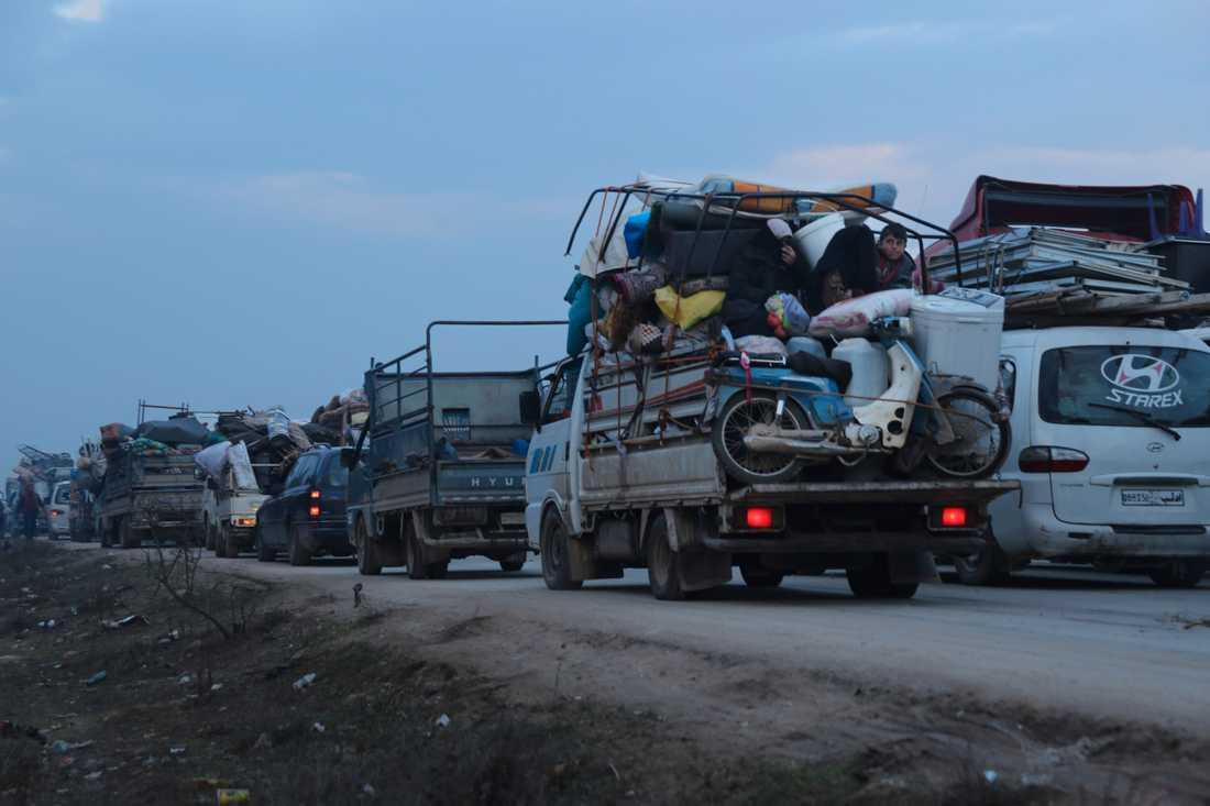 Civila på flykt undan den syriska offensiven mot Idlib den 24 december förra året.