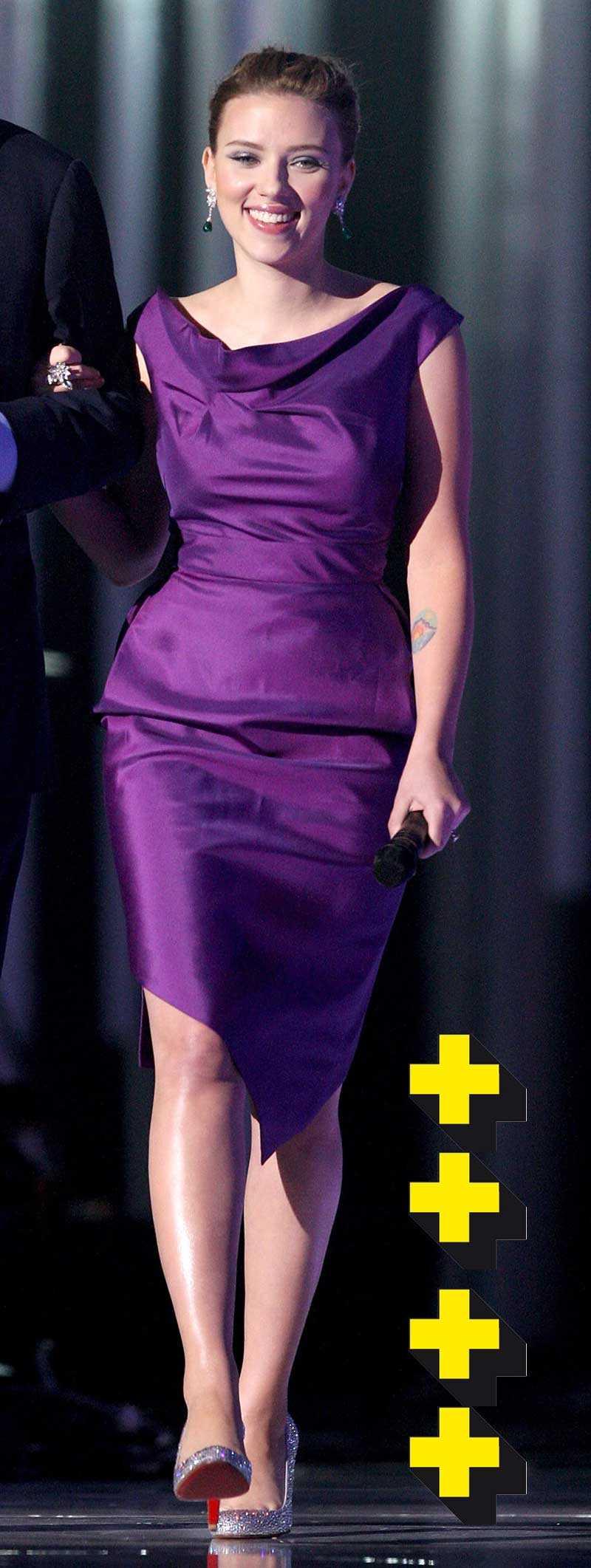 Scarlett Johansson var presentatör tillsammans med Michael Caine i Olso, hon gjorde det helsnyggt i lila fodral med paljettpumps. Bra tips inför nyår! Perfekt färg för både blonda och brunetter.