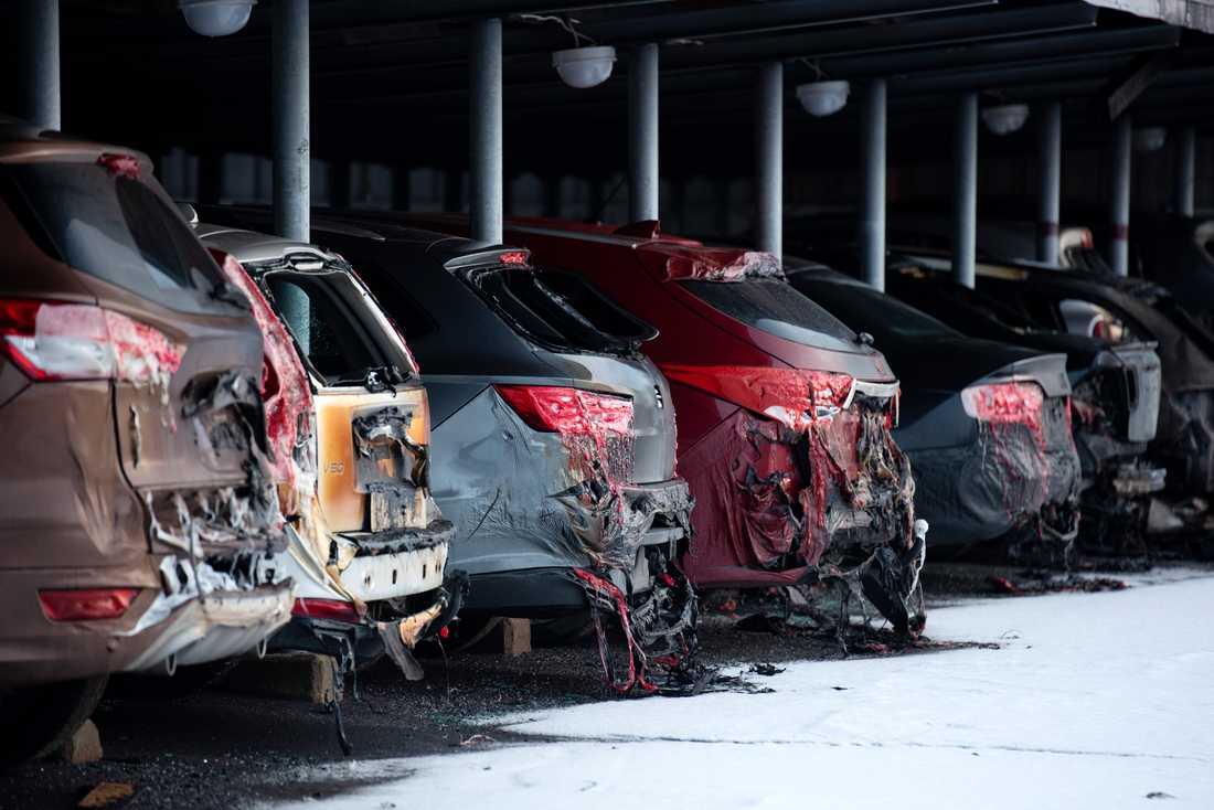 Uppemot 50 bilar förstördes eller skadades.