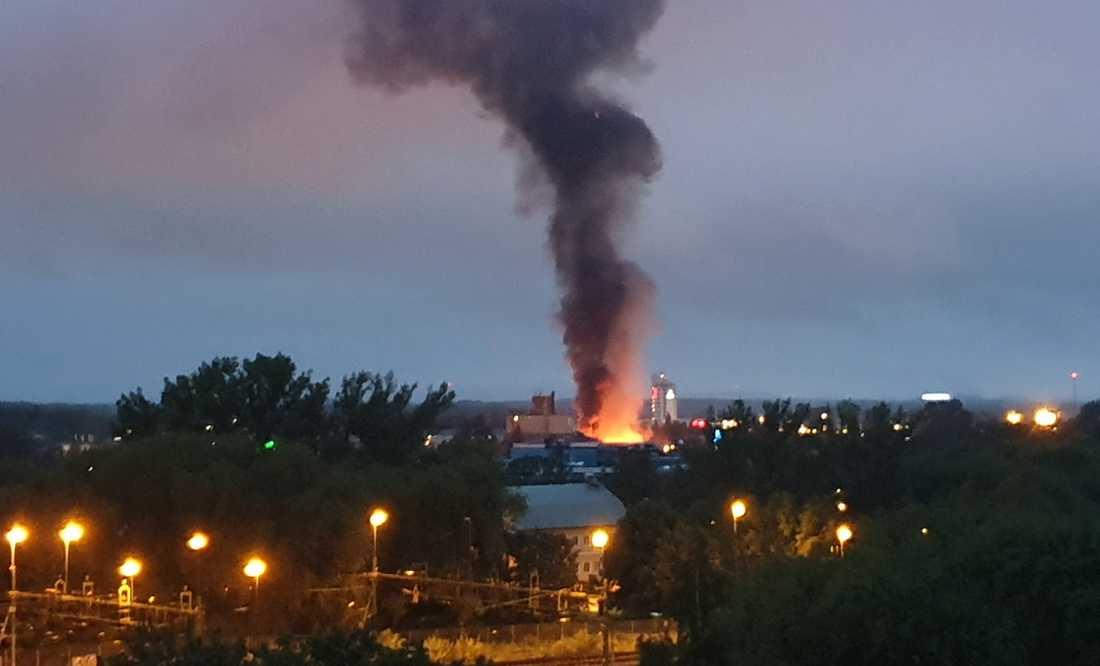 Rökpelare efter explosionen.