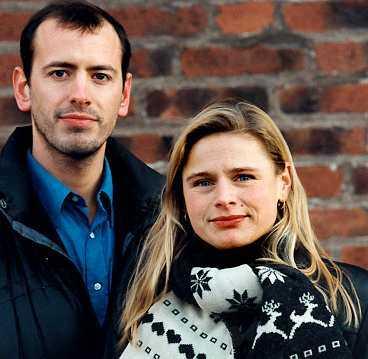 SÅ HÄR SER DE UT I DAG Alexander (Bertil Guve) och Fanny (Pernilla Allwin) har hunnit bli 33 år och jobbar inte inom filmbranschen längre. Infällda bilden är en scen ur filmen.