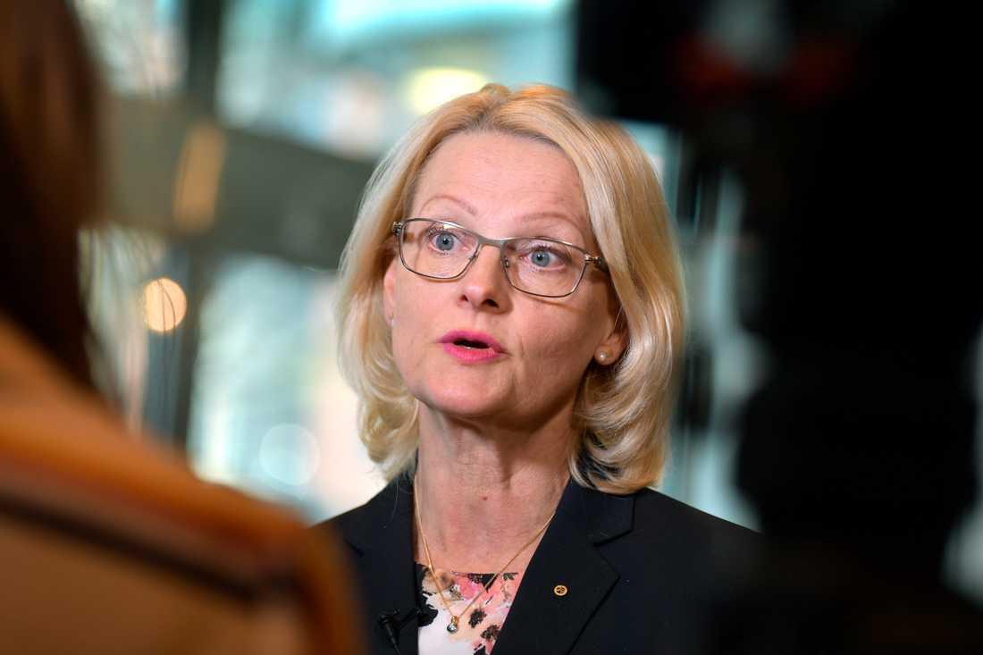 Den sociala pelaren kommer inte försämra för svenska medborgare, försäkrar Heléne Fritzon (S).