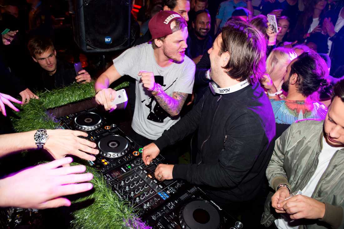 """Tim Bergling, """"Avicii"""" och Sebastian Ingrosso spelar ihop på en nattklubb."""