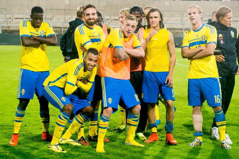 THE KIDS ARE ALRIGHT Turkiet hämtade in 3–1 till 3–3. Sverige satsade allt framåt och Oscar Hiljemark kunde trycka in segermålet som skickade Sverige till playoff.Foto