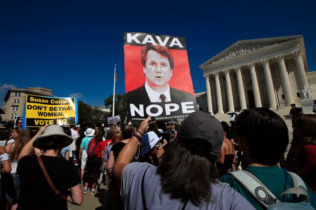 Demonstranter utanför Högsta domstolen i USA.