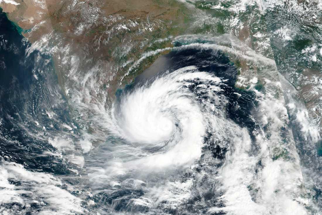 En satellitbild av cyklonen Amphan över Bengaliska viken i söndags.