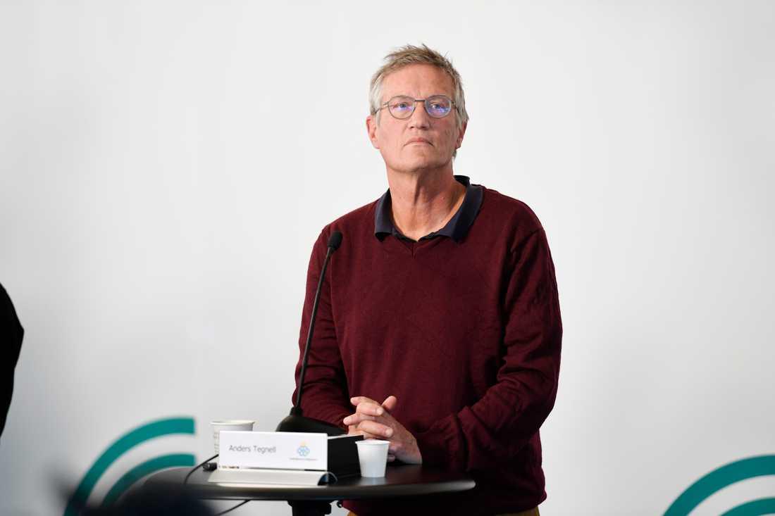 """Statsepidemiolog Anders Tegnell säger att det kommer att komma besked om de """"yngre äldre"""" i morgon."""