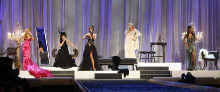 Spice Girls gjorde sitt första uppträde på Victorias Secrets modeshow.