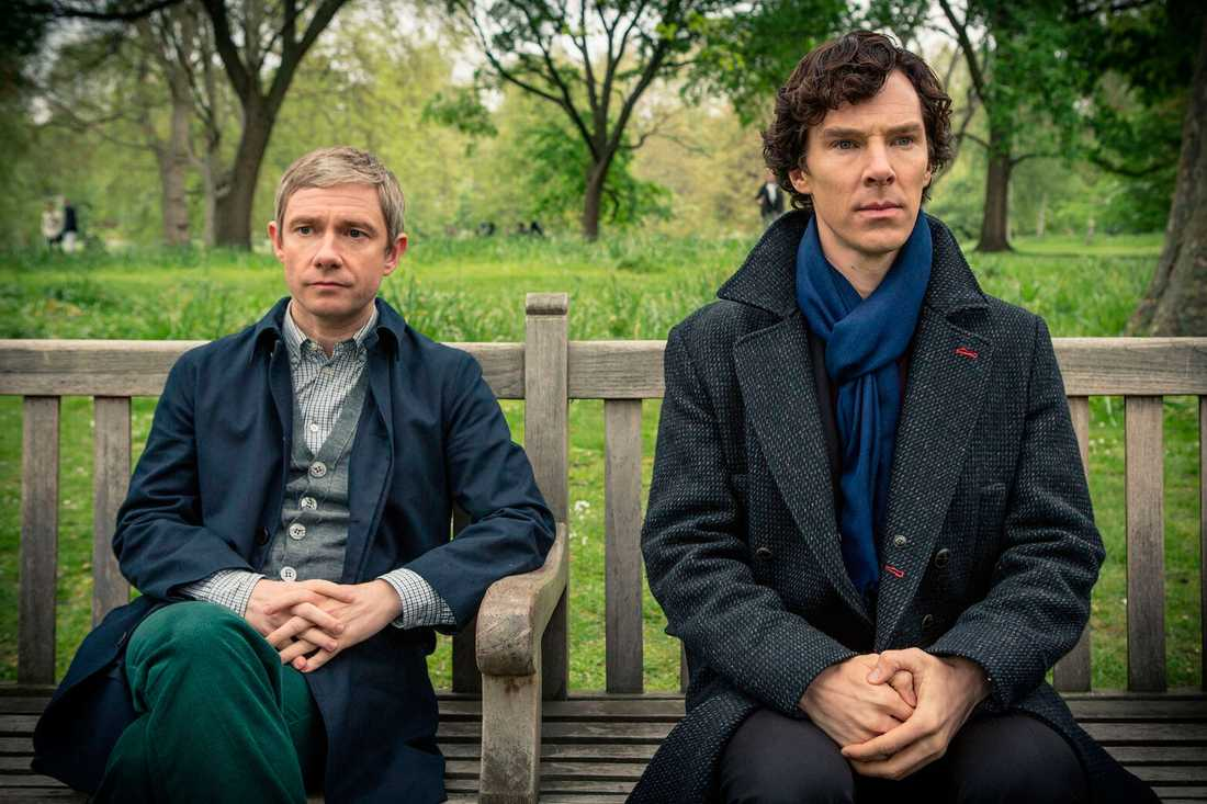 "Martin Freeman som Doktor John Watson och Benedict Cumberbatch som Sherlock Holmes i BBC-serien ""Sherlock""."