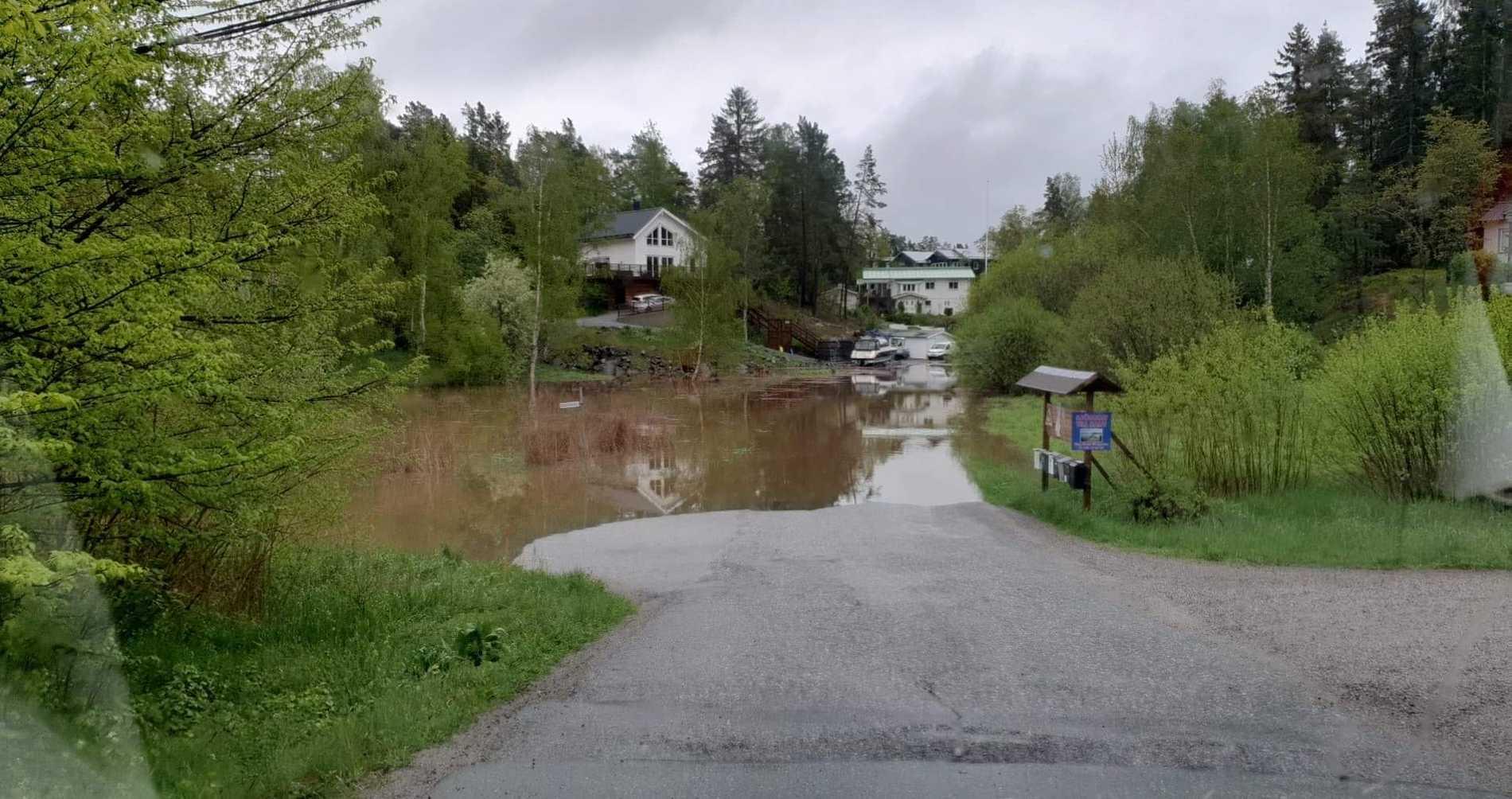 Så här såg det ut tidigt i morse i Flaxenvik när Peter Lundmark skulle åka till jobbet.