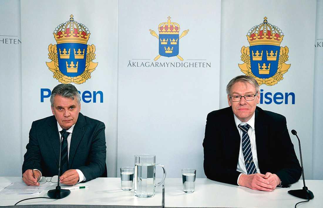 Spaningsledare Hans Melander och chefsåklagare Krister Petersson håller digital presträff om Palmeutredningen.