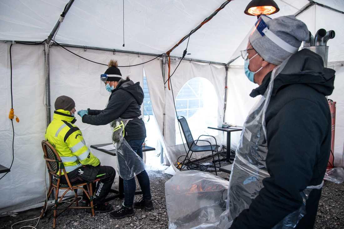 Coronatestning på batterifabriken Northvolt för några veckor sedan när smittan ökade markant i Skellefteå.