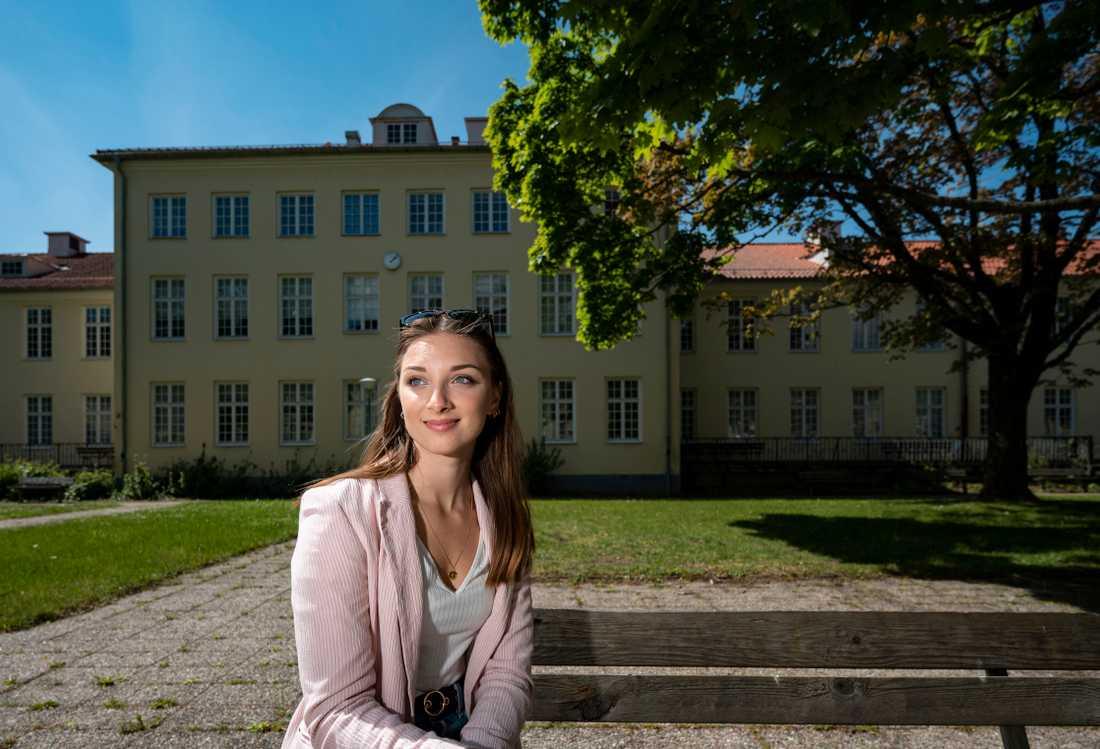 Emma Billsten hade fått besked att hon skulle få jobb där hon gjorde sin praktik – men då utbröt coronakrisen och lämnade henne utan jobb.