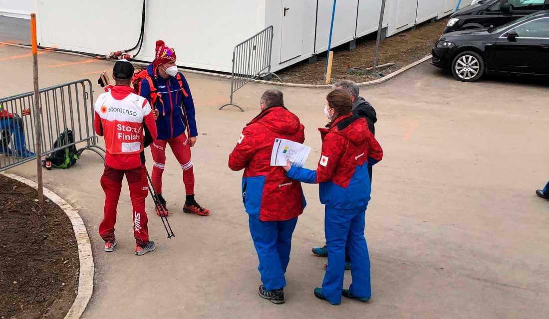 Alexander Bolsjunov stormat från arenan