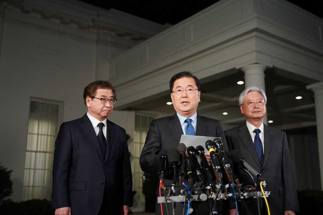 Sydkoreas Nationella säkerhetsrådgivare Chung Eui-yong talade utanför Vita huset.