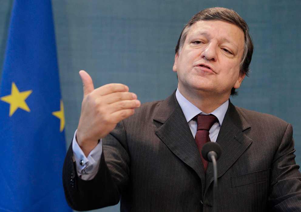 Tumskruvar på syndarna EU-kommissionens ordförande Manuel Barroso tar steg för steg över kontrollen över medlemsstaternas ekonomi.