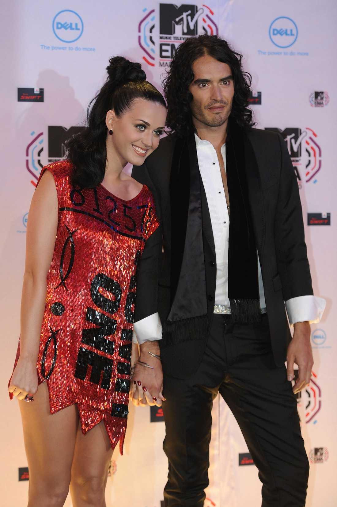 Vill återförenas Enligt uppgifter ställer Kate Perry in People´s Choice Awards för att åka till Russell Brand i London.