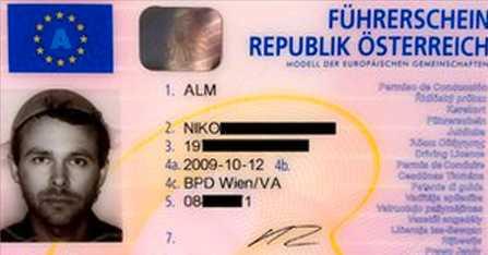 På ditt körkort får du bara ha huvudbonad av religiösa skäl. Niko Alm bär ett durkslag på sitt.