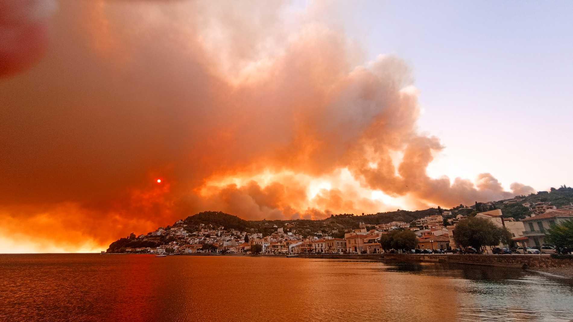 Incendi vicino a Limini, in Grecia.