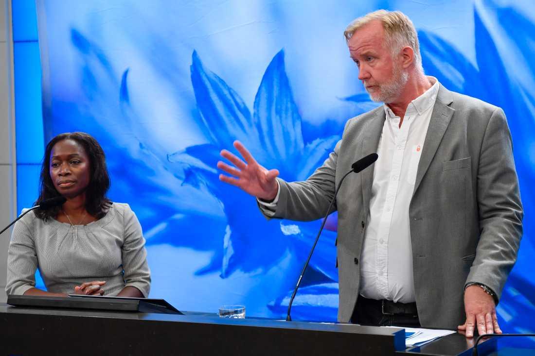 Liberalernas rättspolitiska talesperson Johan Pehrson, till höger, tillsammans med partiledaren Nyamko Sabuni. Arkivbild.