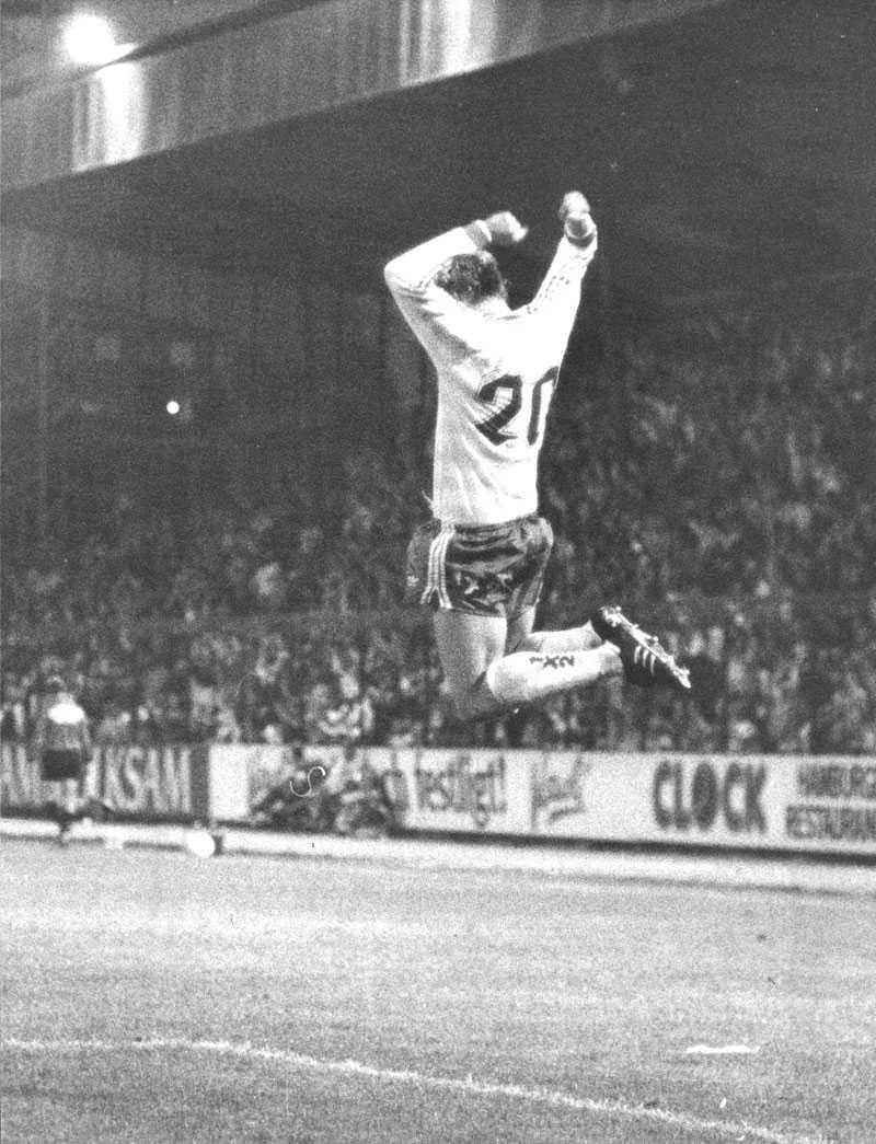 3 september 1985. Hammarby-AIK 1985. Tomas Turesson, jublar efter sitt 1-0 mål på Söderstadion. Hammarby vann matchen med 3-1