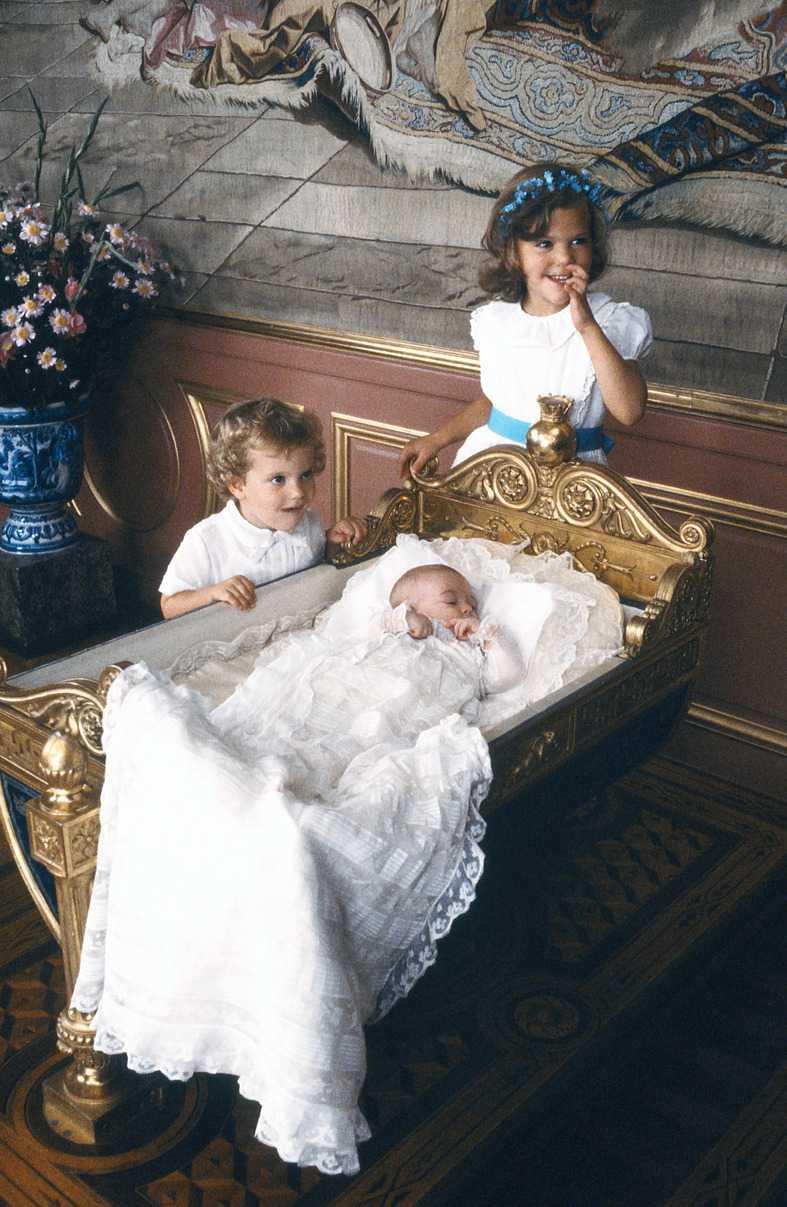 1982 Madeleine föds på Drottningholms slott den 10 juni.