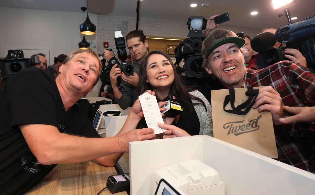 Cannabis-köparna Nikki Rose och Ian Power.