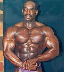 Jamina Roberts pappa, James, med ursprung från Aruba har flera mästerskapsmedaljer i bodybuilding.