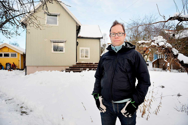SITTER FAST I RÄNTESAX Villaägaren Göran Roxström i Skarpnäck utanför Stockholm tycker att det största problemet är att bolånen är för dyra att lösa.