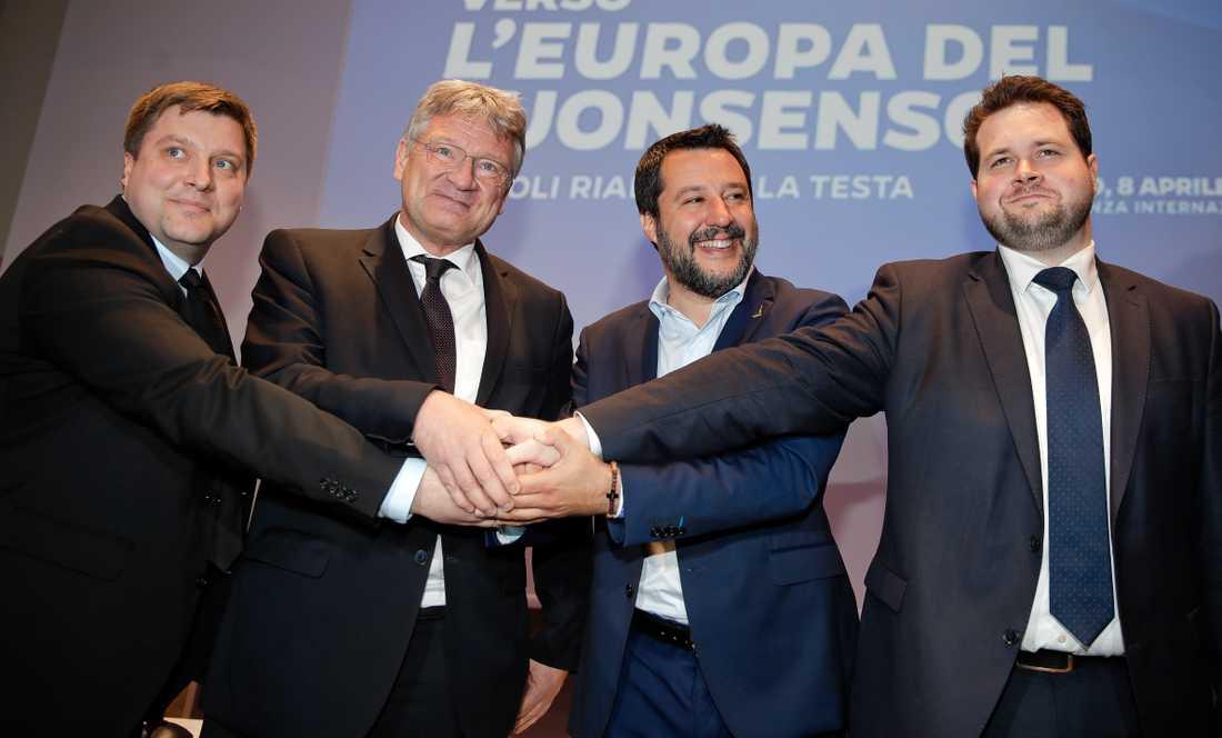 Olli Kotro (Sannfinländarna). Jörg Meuthen (AFD), Matteo Salvini (Lega) och Anders Vistisen (Dansk Folkeparti) skakar hand om samarbete inför kommande EU-val.
